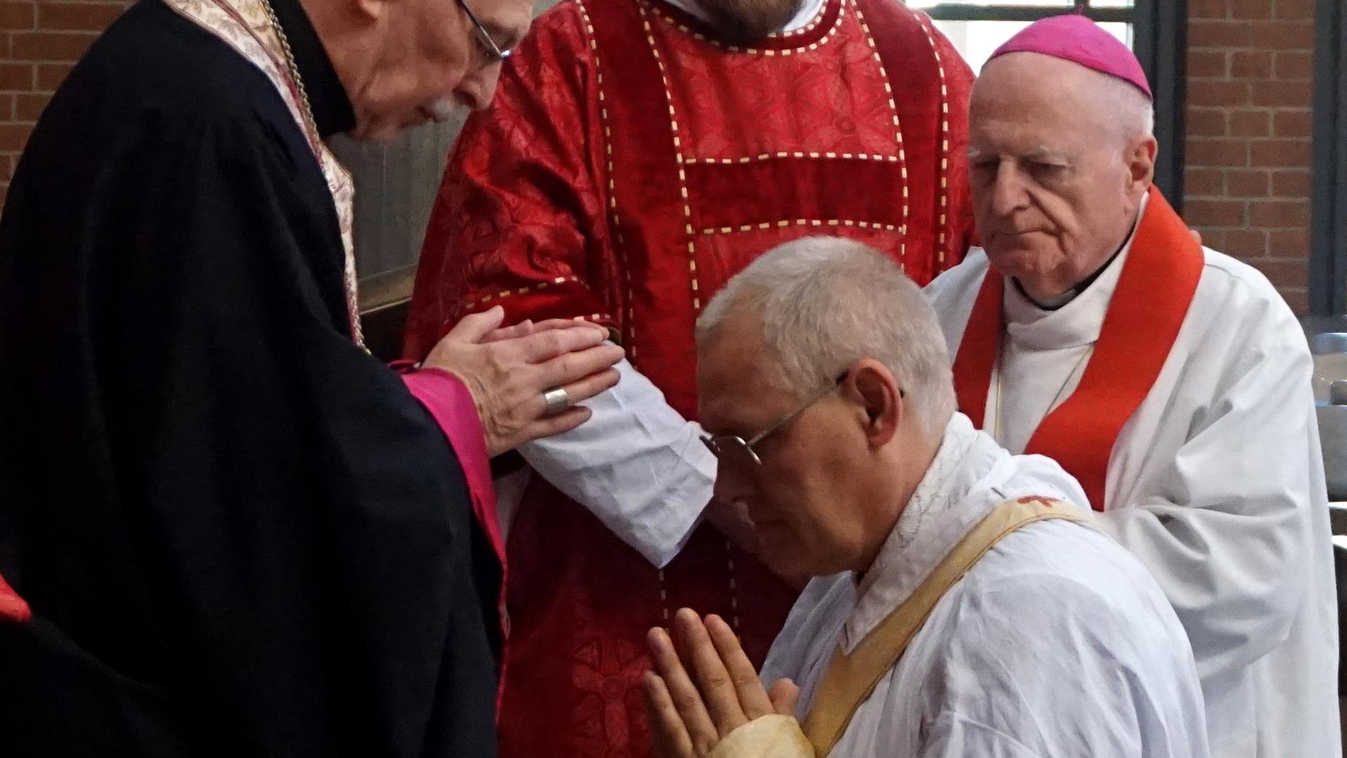 Handauflegung durch Presbyterium Prostatio Presbyterweihe Priesterweihe 2017 SJB Johannesbruderschaft