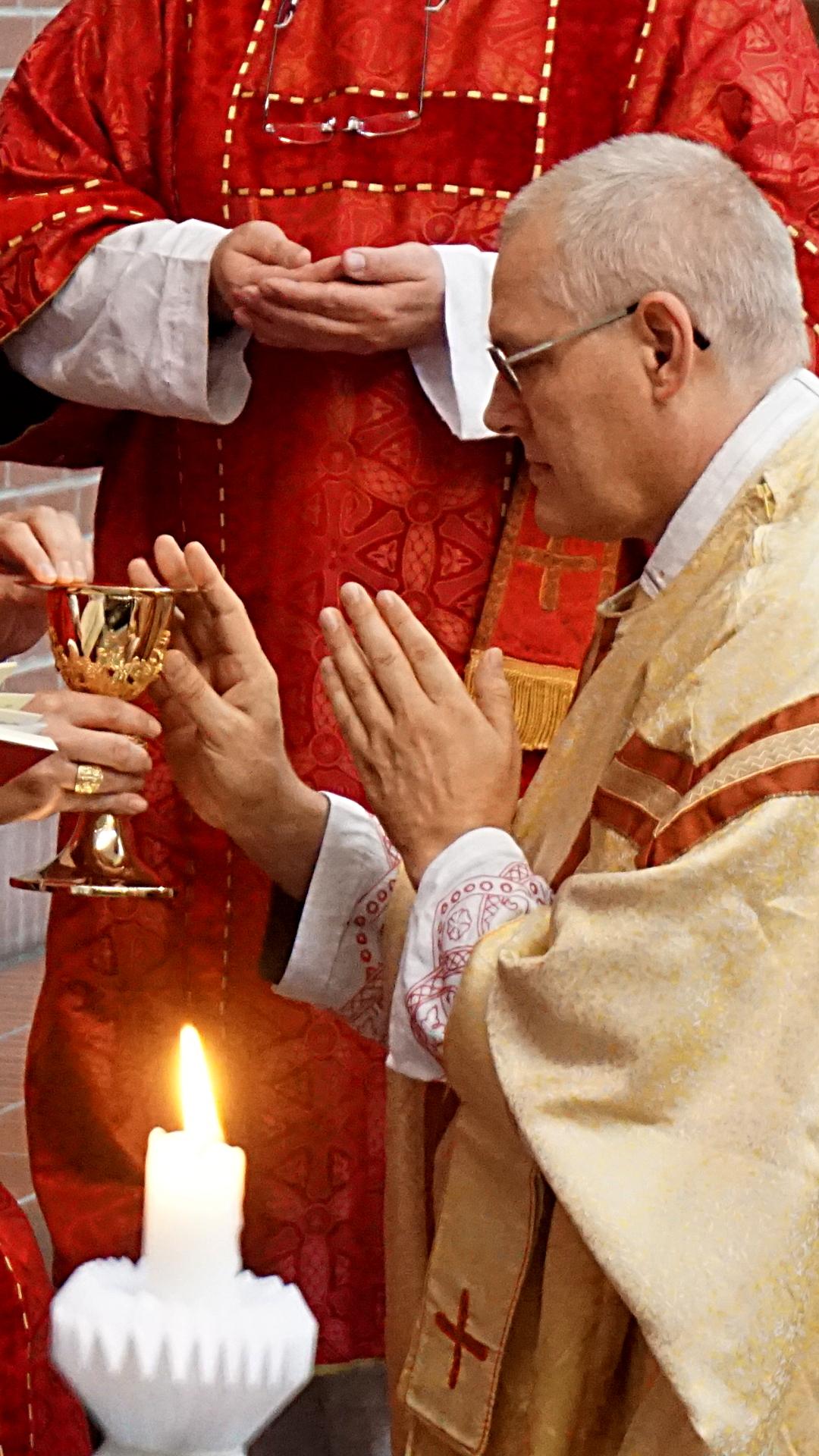 Überreichung der Diensttümer Prostatio Presbyterweihe Priesterweihe 2017 SJB Johannesbruderschaft