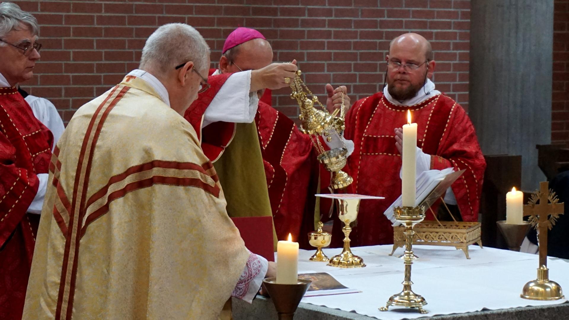 Konzelebration Gaben Inzens Offertorium WeihrauchPresbyterweihe Priesterweihe 2017 SJB Johannesbruderschaft