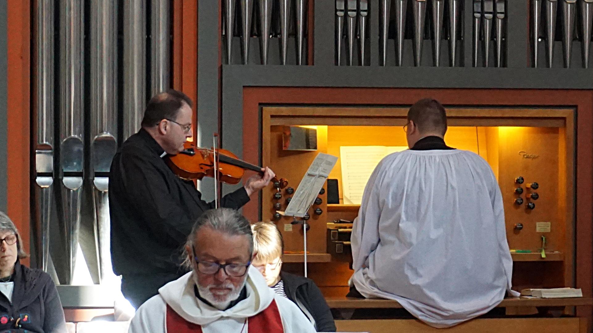 Kantor Organist Geige Presbyterweihe Priesterweihe 2017 SJB Johannesbruderschaft