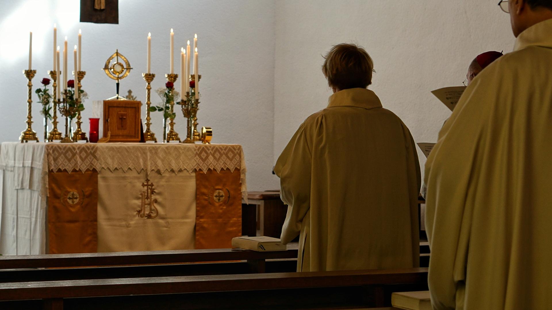 Aussetzung Eucharistie Novizin
