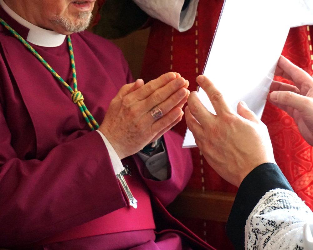 Ankleidung des Bischofs